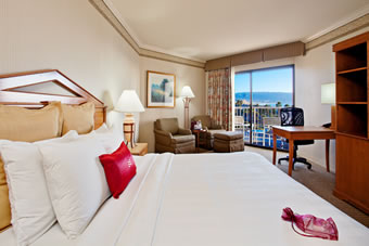 RB-Crowne-Plaza-king-room-fromhotel